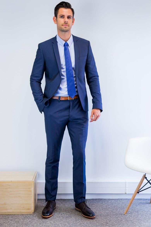 Costume bleu marine je le trouve plus chic que le noir - Que porter avec un pantalon bleu marine ...